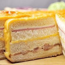 燻雞火腿起酥三明治