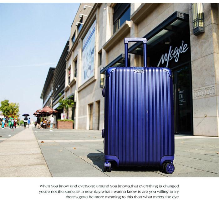 深藍色行李箱情境圖
