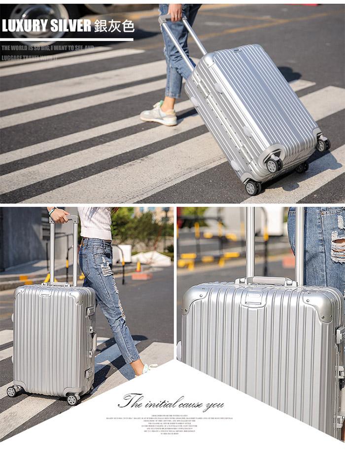 銀灰色行李箱情境圖