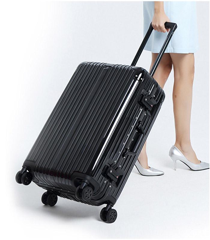 黑色行李箱情境圖